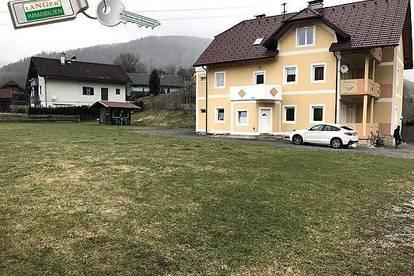 <b>Großes Haus mit 3 Wohneinheiten auf 1.614 m² großem Grundstück!</b>