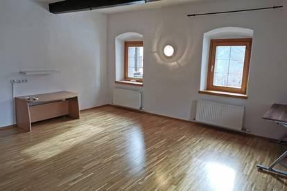 Neuwertige Wohnung in Sonnenlage Region Bad Kleinkirchheim. 3 Zimmer. Sofort verfügbar.