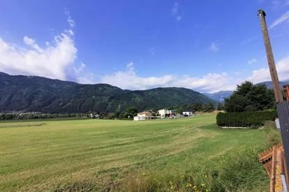 Chance ergreifen. Arbeiten in Lendorf. Familienfreundlich, modern und zentral. Blick auf die Berge.