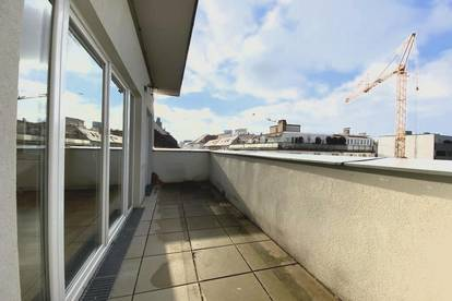 ÜBER DEN DÄCHERN DER STADT: Sonnige DG-Wohnung mit Terrasse und herrlichem Fernblick