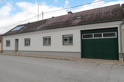 Großinzersdorf: Bauernhaus mit Nebengebäuden und Stadl