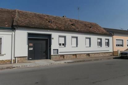 Stronsdorf: Neu renoviertes Bauernhaus