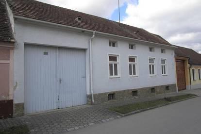 Zwei Bauernhäuser, Zwei Stadel und Nebengebäude bzw. Garagen