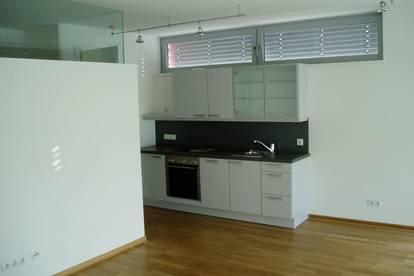 Moderne 2-Zimmerwohnung mit großzügiger Loggia und Tiefgaragenplatz
