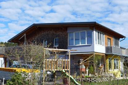 Traumhaftes Zweifamilienhaus mit Einliegerwohnung oder Büro - hübschen Garten mit Pool - Nähe Seekirchen