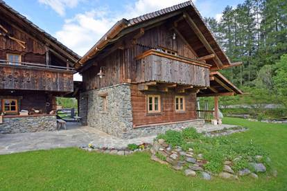 Traumhaftes Altholz-Dörfchen im Salzburger Land