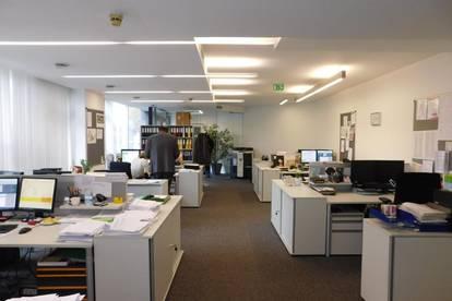 Großes Büro/Ordi in zentraler, frequentierter Lage