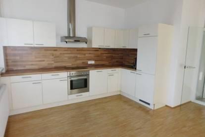 Schöne Pärchen-Wohnung am Lendplatz: große Küche