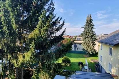 Gepflegte DG-Wohnung in St. Peter - Nähe Schulzentrum und TU mit Balkon und Carport