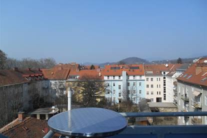 UNINÄHE - Harrachgasse: Sonnige DG-Maisonette mit hofseitigem Sonnenbalkon