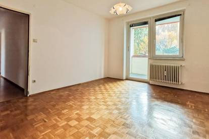 Eigentumswohnung   provisionsfrei   teilweise sanierungsbedürftig   4 - Zimmer   hervorragende Lage