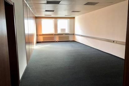 Weitläufiges Büro in Schwanenstadt