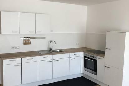 Neuwertige, moderne 2-Zimmer-Wohnung mit möblierter Küche im Zentrum von Ried