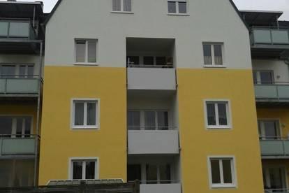 Ideale, helle 4-Zimmer-Wohnung mit Loggia und möblierter Küche in ruhiger Wohnlage Ried