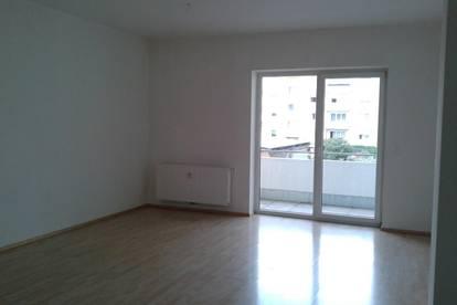 Bestens aufgeteilte, kurzfristig beziehbare 2-Zimmer-Wohnung mit Balkon in ruhiger Wohnlage in Ried