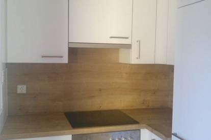 Gut geschnittene 2-Zimmer-Wohnung in zentraler und doch ruhiger Lage mit möblierter Küche in Ried