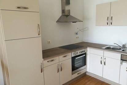 Sonnige, gepflegte und sehr zentral gelegene 1-Zimmer Wohnung mit Loggia in Ried