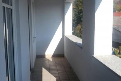 Zentral gelegene, helle 3- Zimmer-Wohnung mit Loggia in Lambach