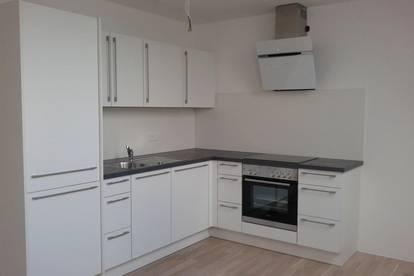 Neuwertige, moderne 2-Zimmer Wohnung mit Balkon und möblierter Küche in zentraler Lage Ried
