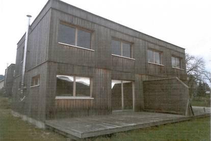 Doppelhaushälfte, ökologisch aus Holz erbaut, nahe Attersee gelegen
