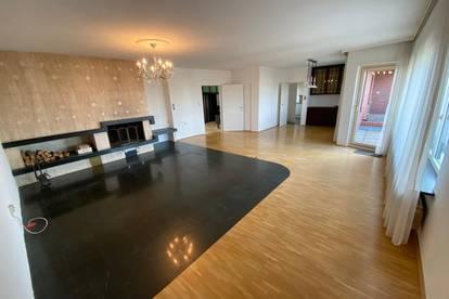 163 m² große Penthouse-Wohnung mit 2 Balkonen, Wintergarten und Sauna