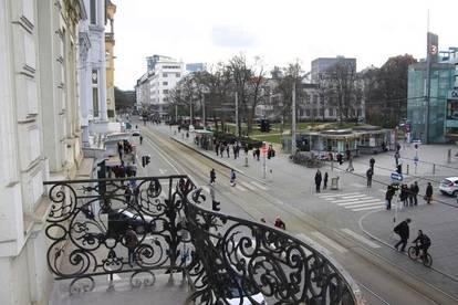 Altbauwohnung mit Balkon - barrierefreier Erstbezug