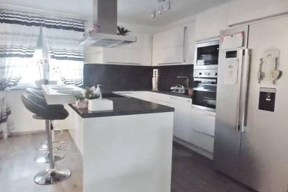 Neue familienfreundliche Doppelhaushälfte mit Garage