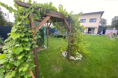 *Neuwertige Doppelhaushälfte mit durchdachter Raumaufteilung, Garage, Carport und Garten in Pichl bei Wels*