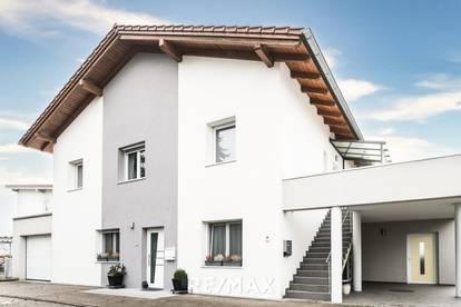 Attraktives neuwertiges Zweifamilienhaus!