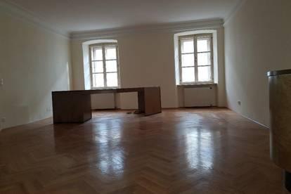 REPRÄSENTATIVES BÜRO oder ORDINATION am ALTEN PLATZ / 147 m² / NEUER PERSONENLIFT