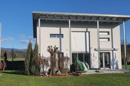 Klagenfurt OST: Modernes Einfamilien-Wohnhaus am Stadtrand mit Garage und großem Garten - Aussicht und Ruhe