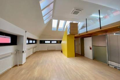 helles, modernisiertes Büro/Atelier im Loftstil in Schwaz/Zentrum