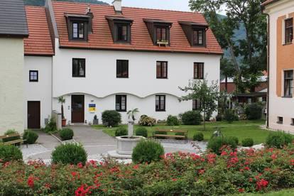 Rathausplatz 369