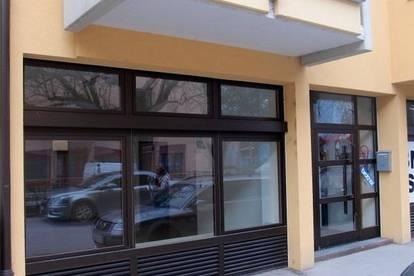 Geschäftslokal mit Schaufenster in Dreiheiligen