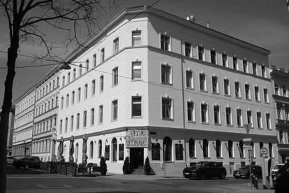 Entwicklungsfähiges Eck-Zinshaus