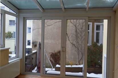 Wunderschöne 2-Zimmer-Wohnung mit heimeligem Wintergarten