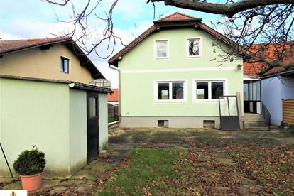 Einfamilienhaus in Niederschleinz in entkerntem Zustand! Sitzendorf liegt ca. 3,6 km, Ziersdorf ca. 9,8 km und Hollabrunn ca. 17,4 km entfernt.