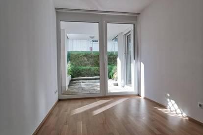 2 Zimmer Terrassenwohnung im Souterrain mit kleinem Gärtchen für Singles oder Pärchen
