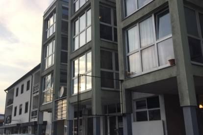 Gut erreichbare 80 m2 Halle mit 3 m Raumhöhe in Hötting