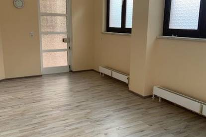 Zum Kauf Gewerbeimmobilie (Büro) mit Stapelparker gegenüber vom Zeughaus Umwidmung auf Wohnung lt. EG möglich