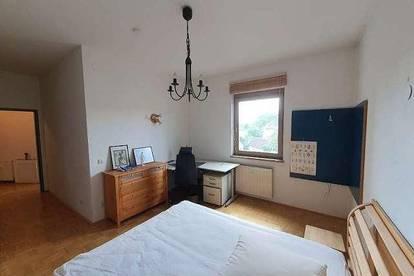 Sonnige 2-Zimmer Stadtwohnung mit Balkon in der Linsengasse mit Altstadt Charme