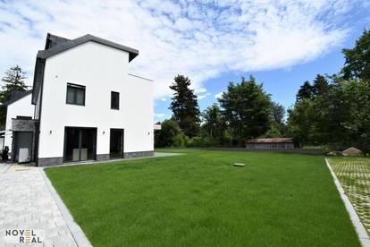 TOPERSTBEZUG! Exklusive Doppelhaushälfte mit großem Eigengarten