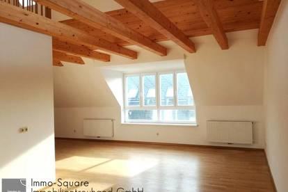 Stilvolle Altbauwohnung im DG, Balkon, Galerie, Erstbezug nach Sanierung in 4040 Linz/Urfahr