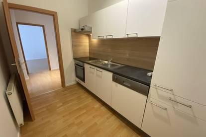 PROVISIONSFREI FÜR DEN MIETER! Sonnige, gemütliche 3-Zimmerwohnung mit nagelneuer Küche & Balkon!