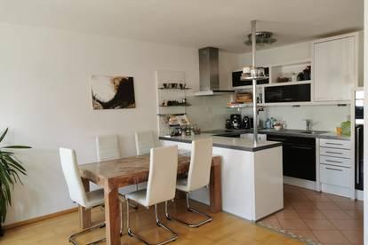 2 Zimmer Wohnung mit Loggia, Kamin und Carport Stellplatz
