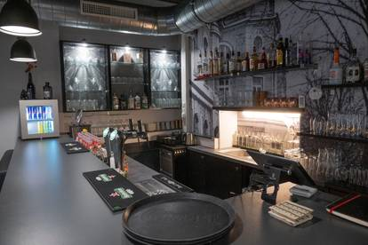 Top renovierte Cafe-Lounge/ Bar in zentraler Lage