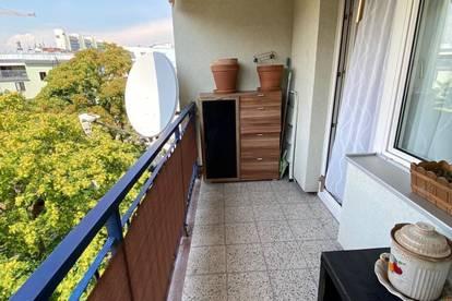 Sonnige Garcionerre im letzten Liftstock, Balkon mit Fernblick, zentrale Lage