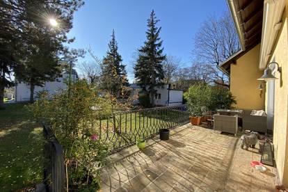 Genießen Sie die Sonne auf diesem großzügigen Anwesen mit Villa und Bungalow