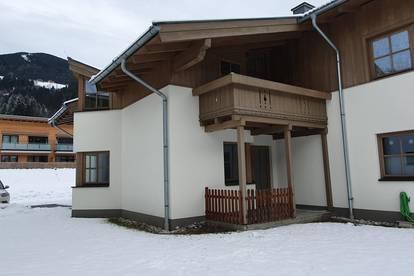 Grosszügige 3 - Zimmerwohnung in EG mit Terrasse, Garten und 1 PKW Freistellplatz.