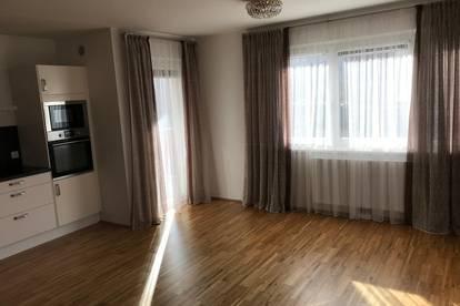 Provisionsfreie, perfekt aufgeteilte, teilmöblierte 3-Zimmerwohnung inkl. Tiefgaragenplatz. Grüne Lage mit entwickelter Infrastruktur inkl. Schwimmbad